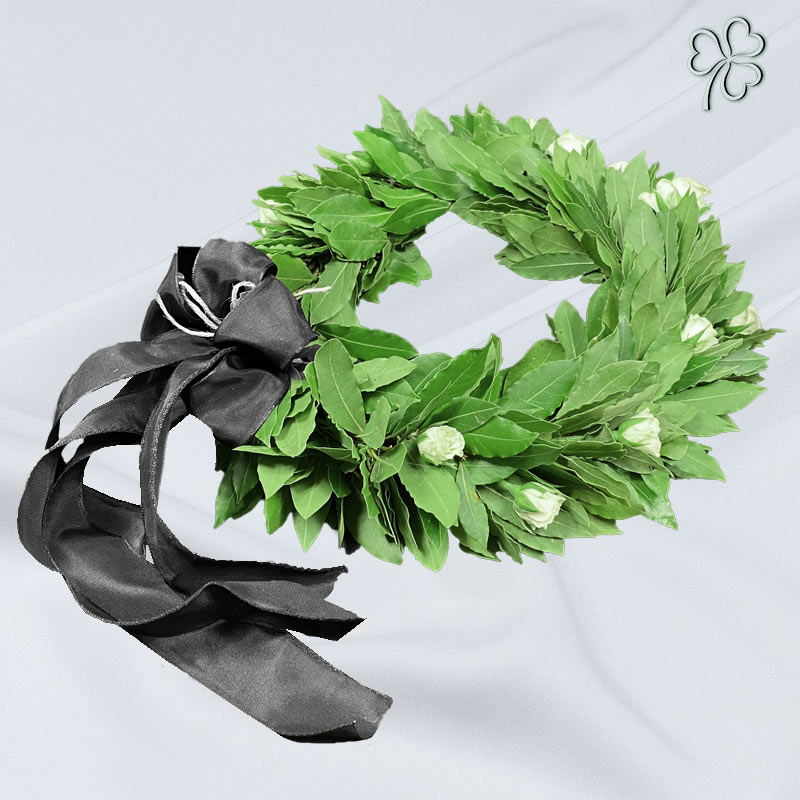 Corona di laurea con fiori bianchi - Facoltà di Ingegneria
