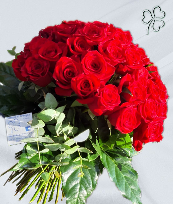 Bouquet formale da 150 rose rosse varietà Explorer Top Quality.